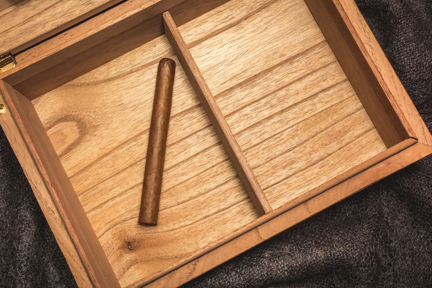 How to Make Cigar Humidor Of Your Own